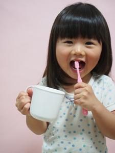 歯みがきする子供